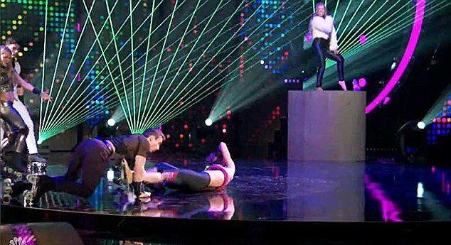 Nicole Scherzinger miała poważny wypadek na scenie (VIDEO)