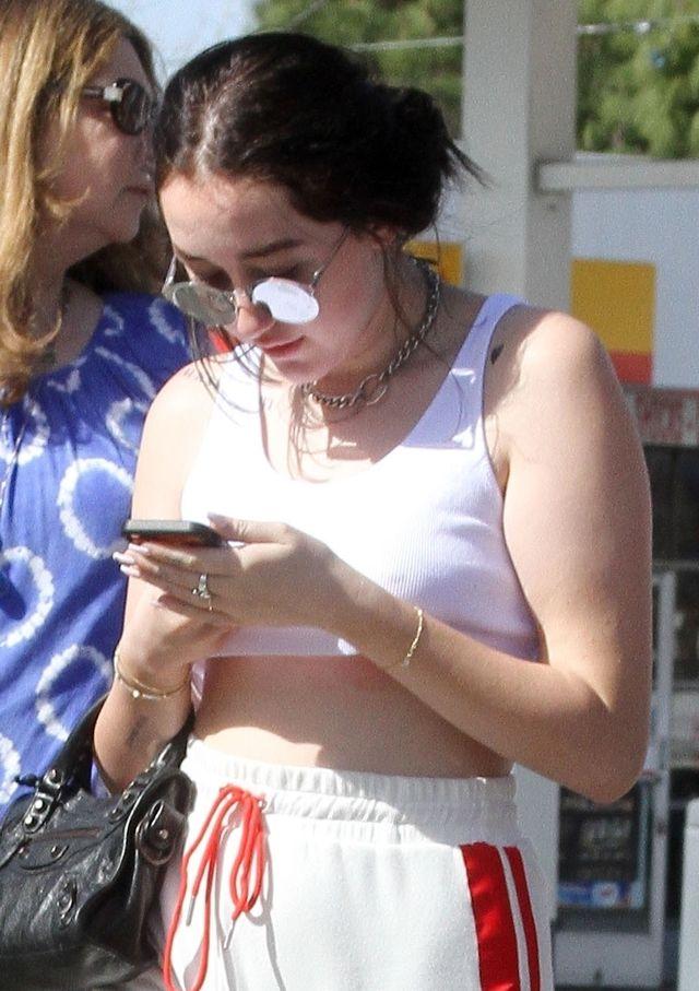 Ona nigdy nie zostanie ikoną mody (ZDJĘCIA)