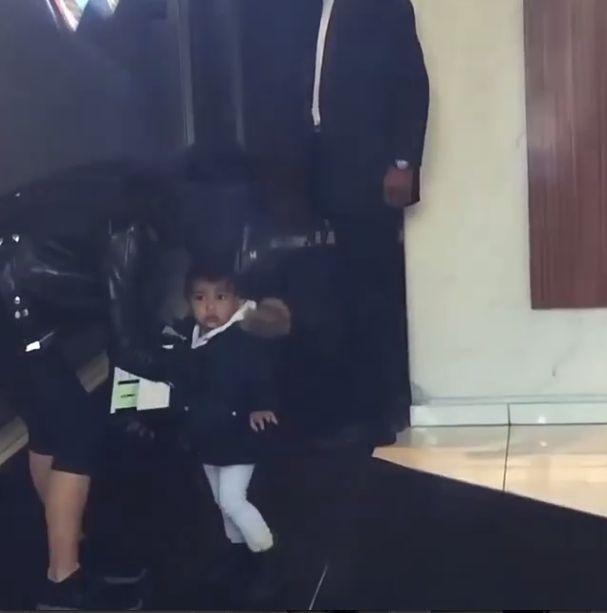 Ups! Kim Kardashian zapomnia�a o c�rce (VIDEO)