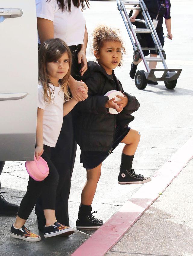 Internauci HEJTUJĄ Kim Kardashian za nowe zdjęcie jej córki Nori