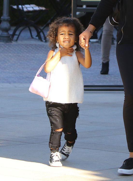 Gdy mama na salonach, niania pozwala nosić Nori afro (FOTO)