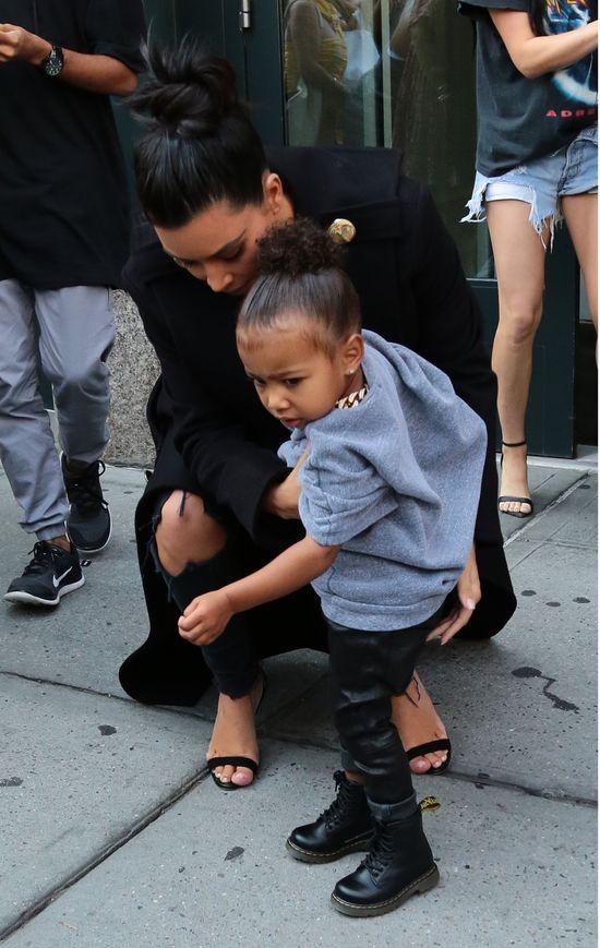 Nori z wielkim łańcuchem i Kim ze spuchniętymi ustami (FOTO)