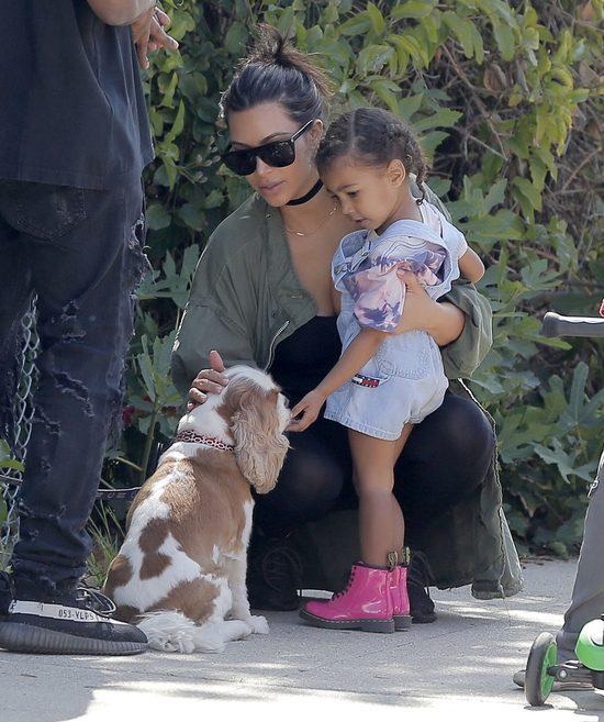 Kim Kardashian przedłuża Nori włosy? (Snapchat)
