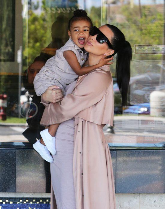 Kim Kardashian przeprasza za wybryki North West