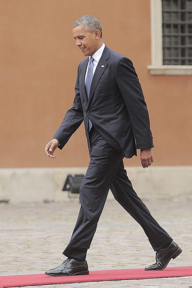 Ziewający Obama NA SIŁOWNI w Warszawie [VIDEO]
