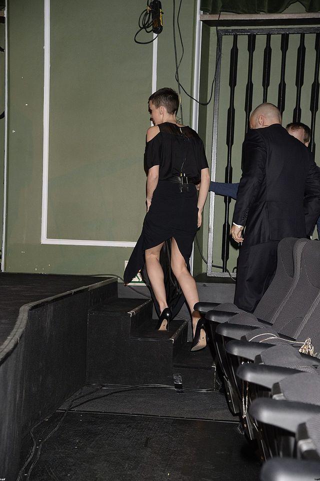 Olga Bołądź w kreacji eksponującej nogi (FOTO)