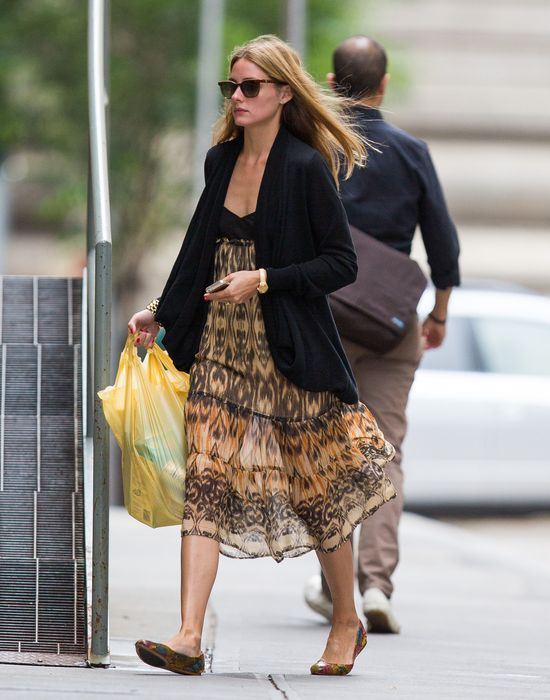 Olivia Palermo kusi nogami i odstrasza dekoltem (FOTO)