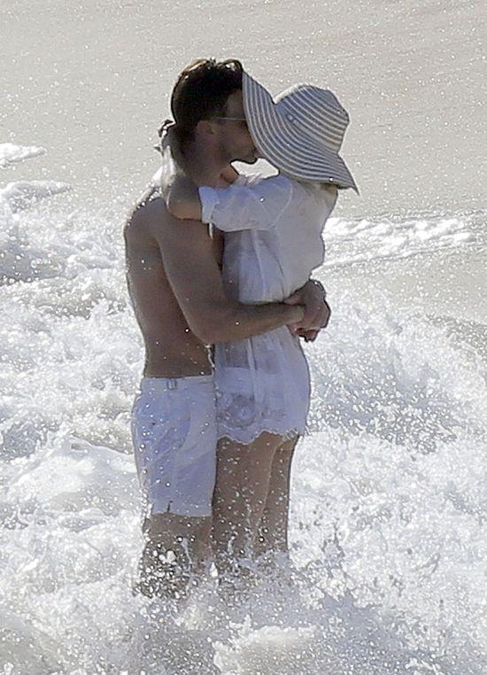Miłość na plaży, czyli Olivia Palermo z narzeczonym (FOTO)