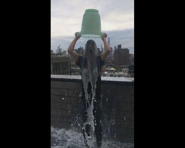 Czego Olivia Wilde użyła w swoim splashu zamiast wody?