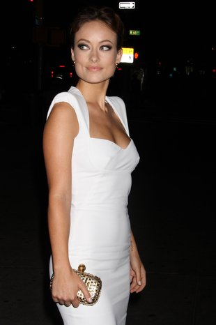 Olivia Wilde w białej kreacji – istne cudo! (FOTO)