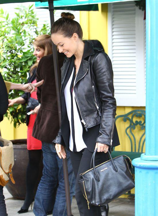 Olivia Wilde w ciąży i w skowronkach (FOTO)