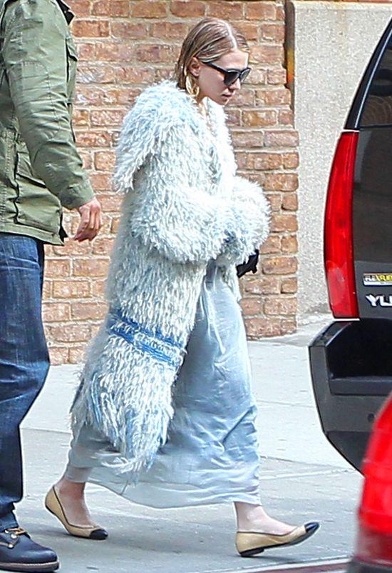 Ashley Olsen w za dużym płaszczu