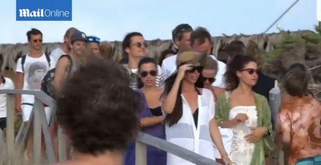 Orlando Bloom przyłapany na gorących całusach z... (FOTO)