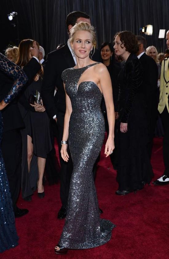 Naomi Watts przy�apana bez makija�u (FOTO)