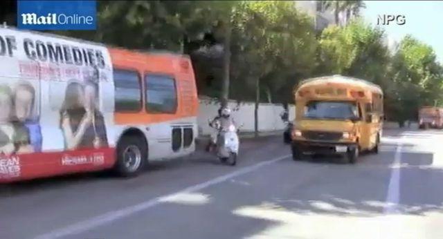 Gwyneth Paltrow wyjechała wprost pod koła autobusu! (FOTO)