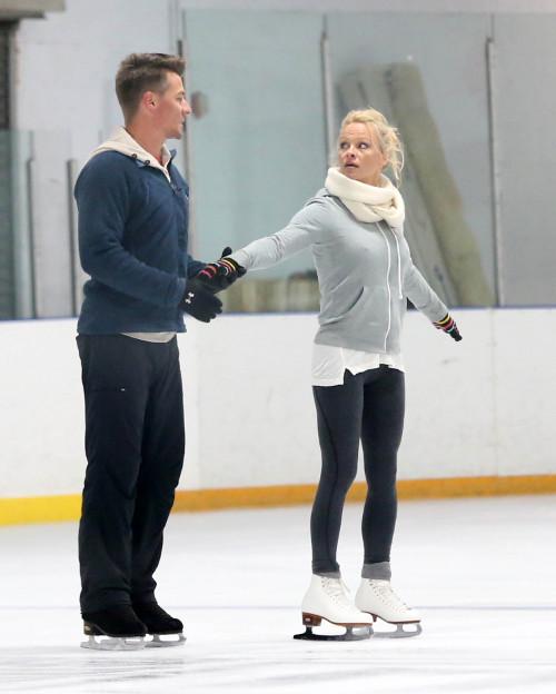Pamela Anderson odpadła z Tańca na lodzie (VIDEO)