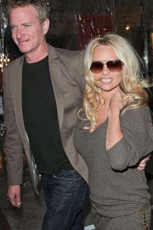 Pamela Anderson z nowym mężczyzną u boku (FOTO)