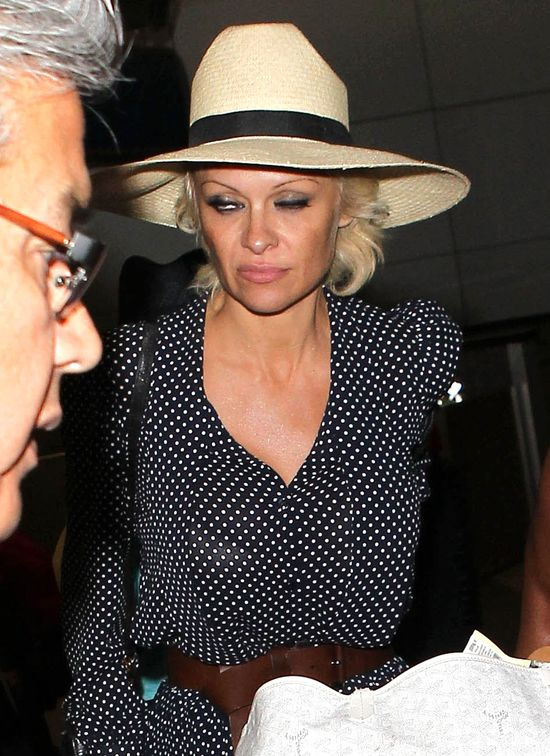 Pamela Anderson pr�buje by� dam� (FOTO)