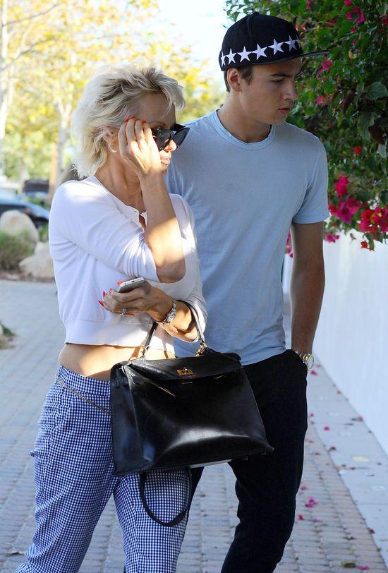 Pamela Anderson zabrała syna na obiad (FOTO)