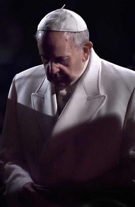Papież Franciszek wzywa parafie do przyjmowania uchodźców