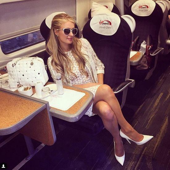 Paris Hilton przeżywa jazdę pociągiem