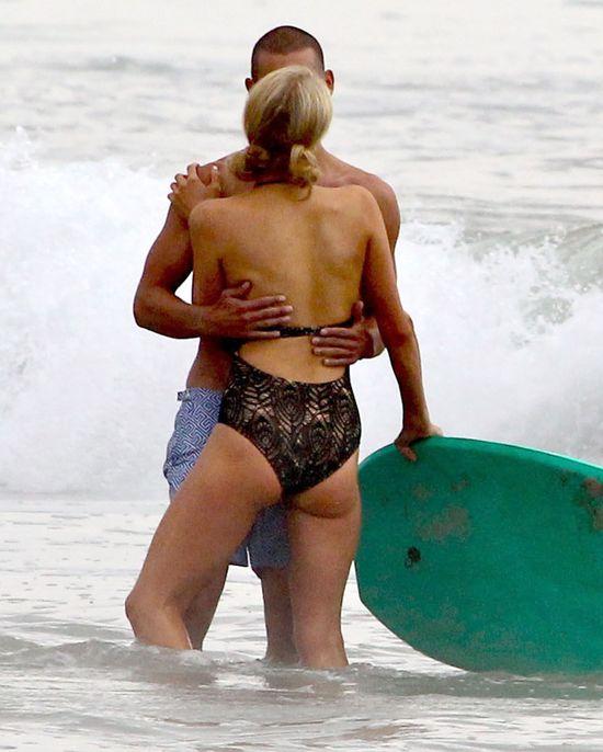 Paris Hilton przy�apana z tajemniczym przystojniakiem (FOTO)