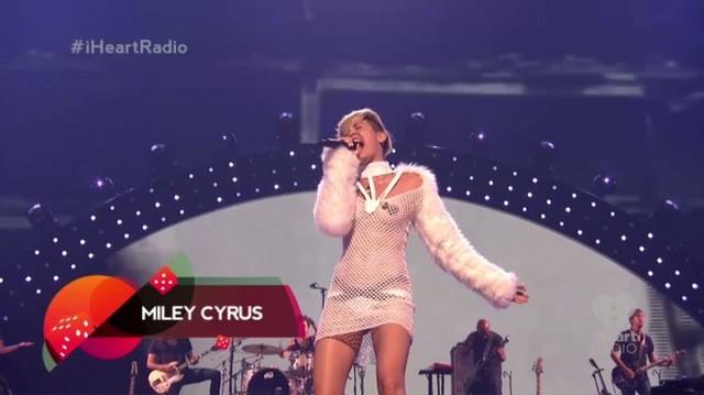 Miley Cyrus na scenie wystąpiła praktycznie TOPLESS (FOTO)