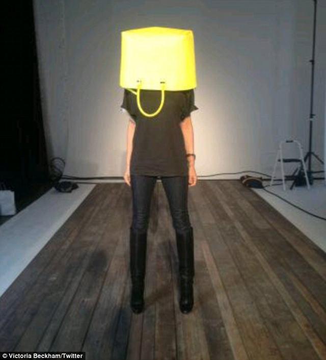 Z nerwów założyła sobie torbę na głowę (FOTO)