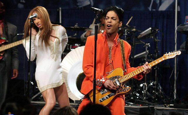 TMZ: Tydzie� przed �mierci� Prince przedawkowa� narkotyki