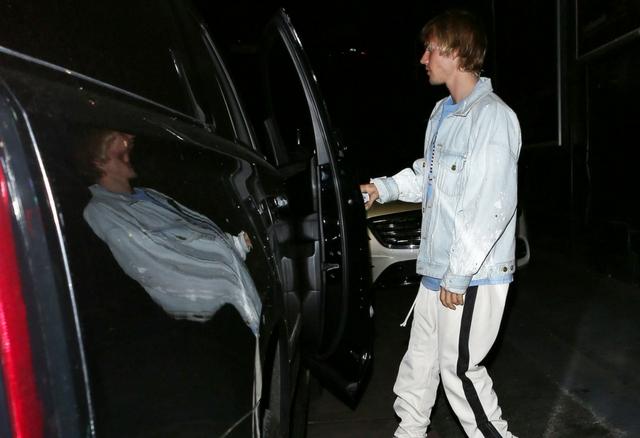 Justin z TĄ blondynką spędził noc po imprezie (ZDJĘCIA)