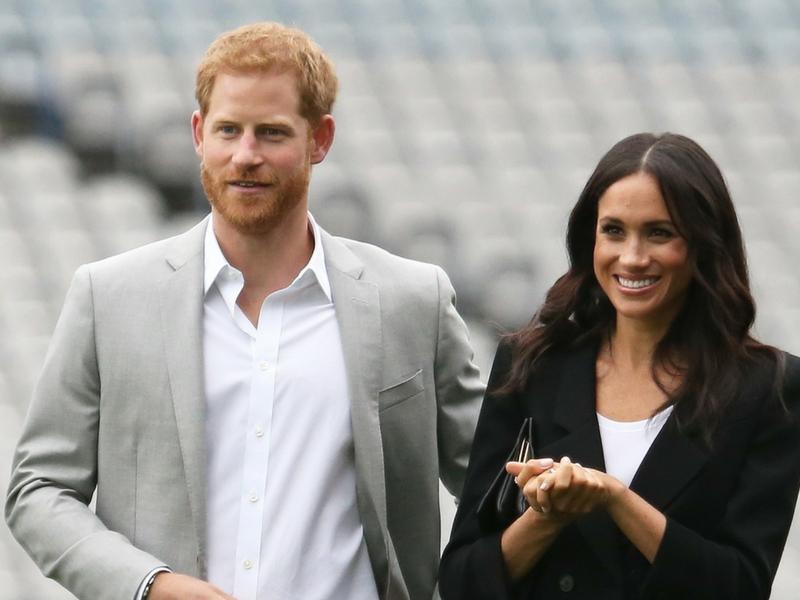 Meghan w garniturze i szarej sukience. Dwie nowe stylizacje z Dublina (ZDJĘCIA)