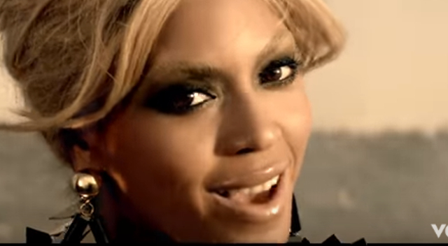 Rozenek z psami naśladuje Beyonce z hienami