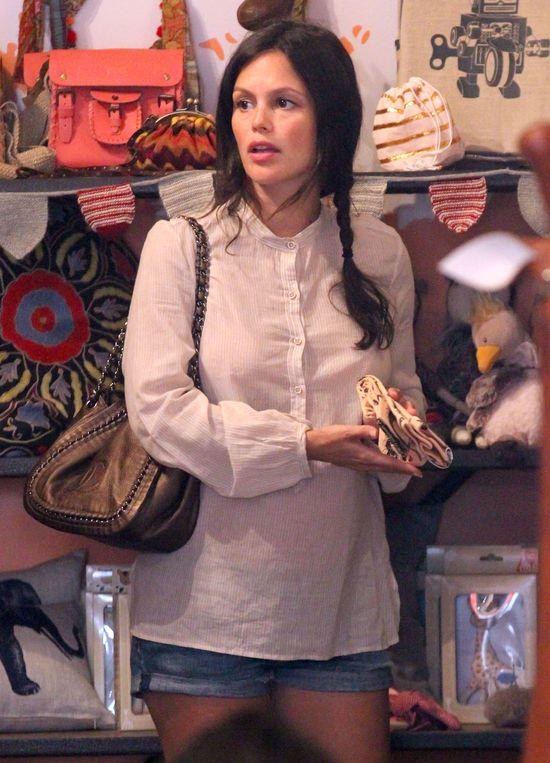 Rachel Bilson wybiera ciuszki dla swojego maleństwa (FOTO)