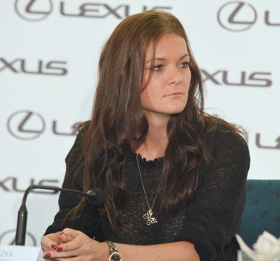 Agnieszka Radwańska w złotych legginsach na konferencji
