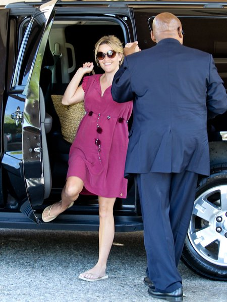 Reese Witherspoon jak różowa landrynka (FOTO)