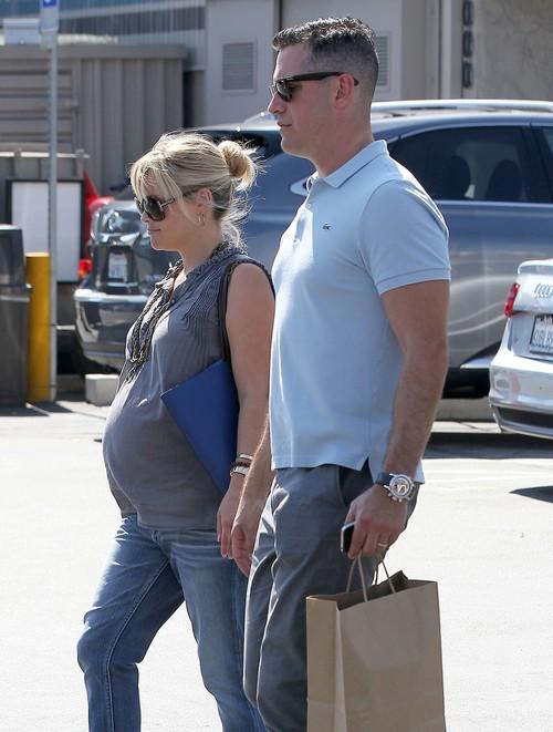 Reese Witherspoon urodzi ch�opca