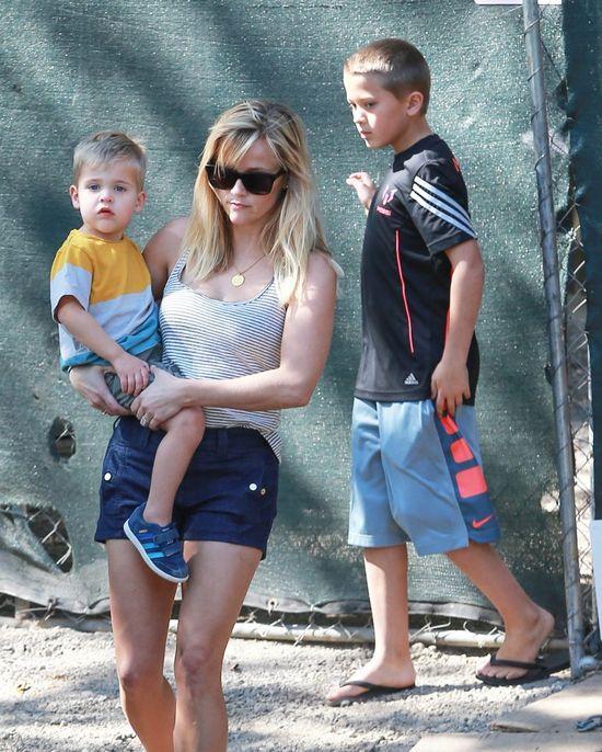 Reese Witherspoon przyłapana z całą rodziną (FOTO)