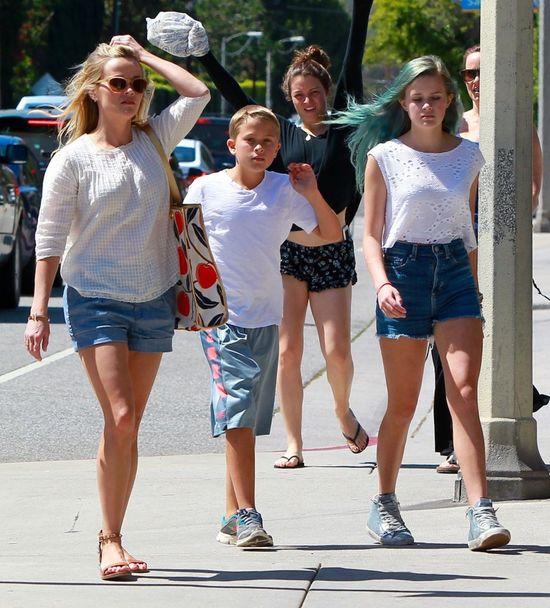 16-letnia córka Reese Witherspoon ma niebieskie włosy (FOTO)