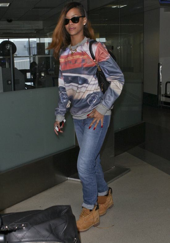 Rihanna nie mo�e si� zdecydowa� na d�ugo�� w�os�w (FOTO)