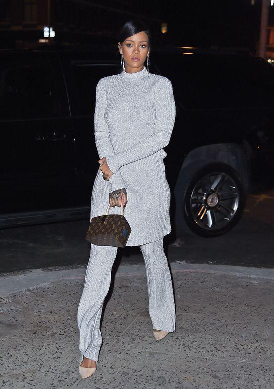 Szok: Rihanna okryta swetrem od stóp do głów! (FOTO)