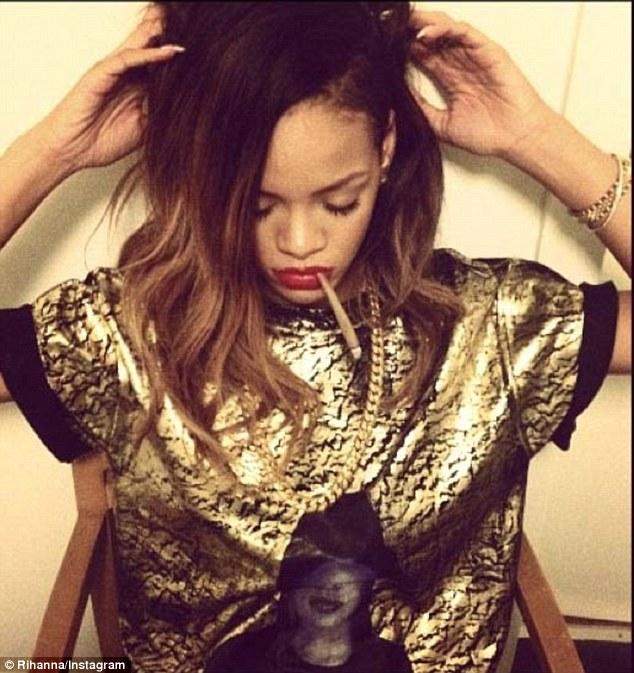 Rihanna żeby żyć, musi się fotografować (FOTO)
