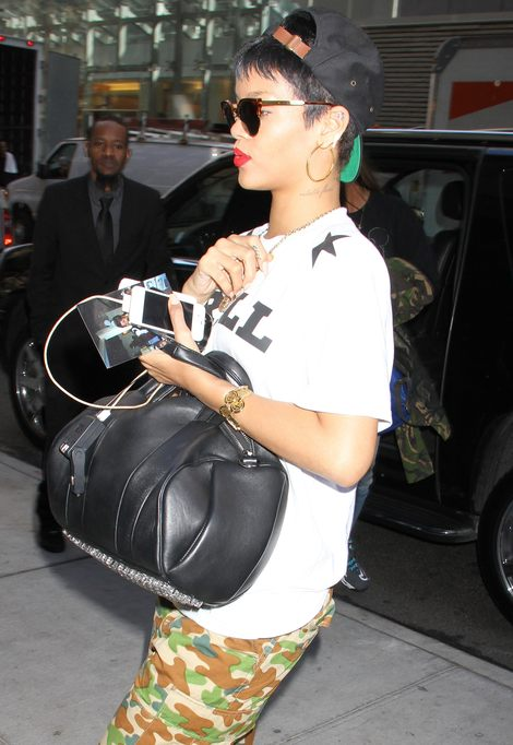 Rihanna jako zadziorna chopczyca (FOTO)