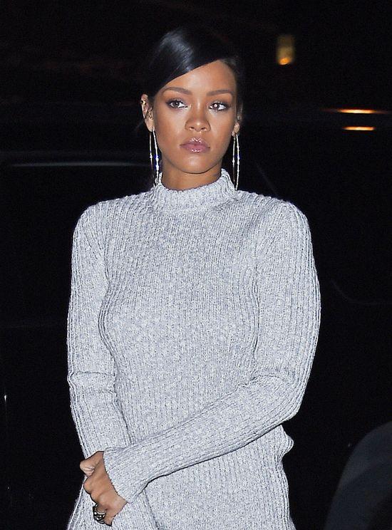 Szok: Rihanna okryta swetrem od st�p do g��w! (FOTO)