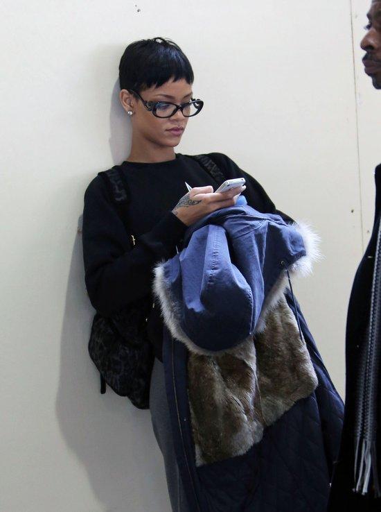 Jak przeciętna dziewczyna - w okularach, z plecakiem (FOTO)