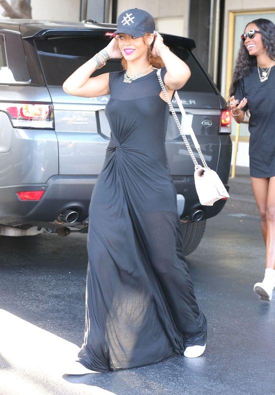 Rihanna już nie chodzi na zakupy w stroju kąpielowym (FOTO)