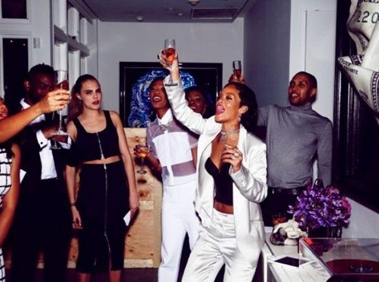 Chris Brown przeprasza Rihannę