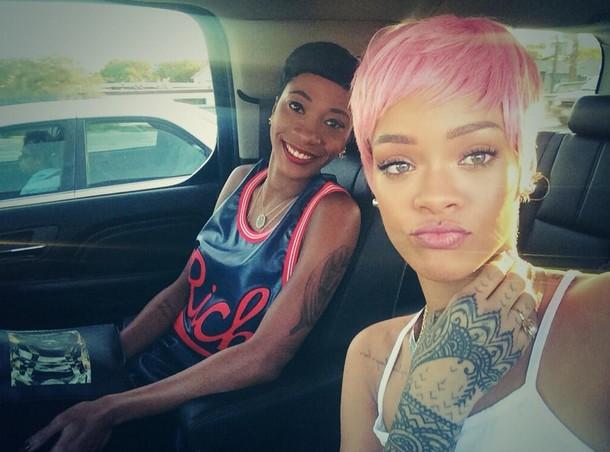 Rihanna ma różowe włosy! (FOTO)