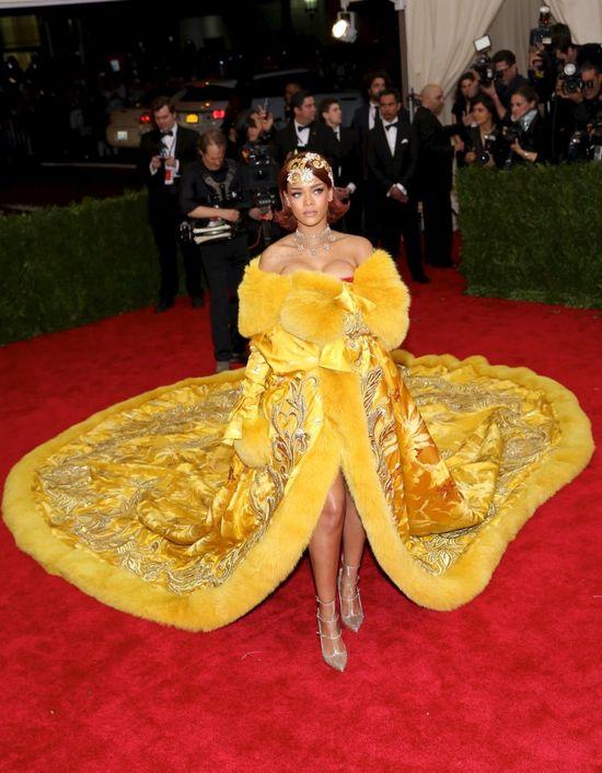 Rihanna poni�y�a Rit� Or�!