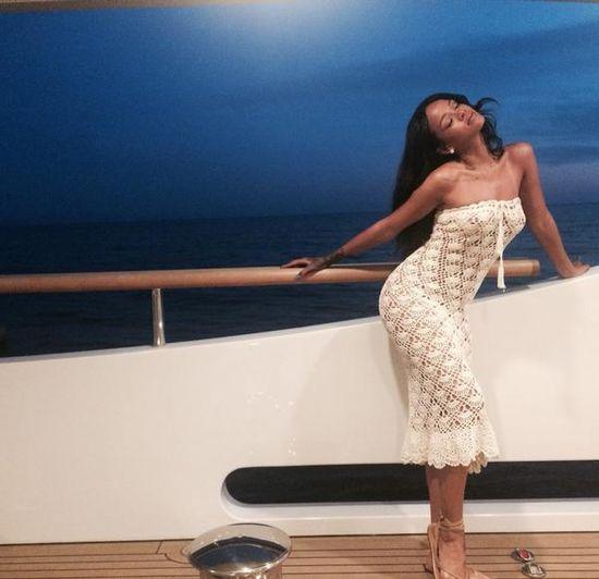 Gdzie teraz obnaża się Rihanna? (FOTO)