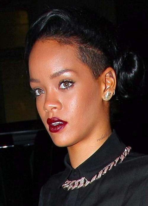 Rihanna w ko�cu si� zas�oni�a! (FOTO)